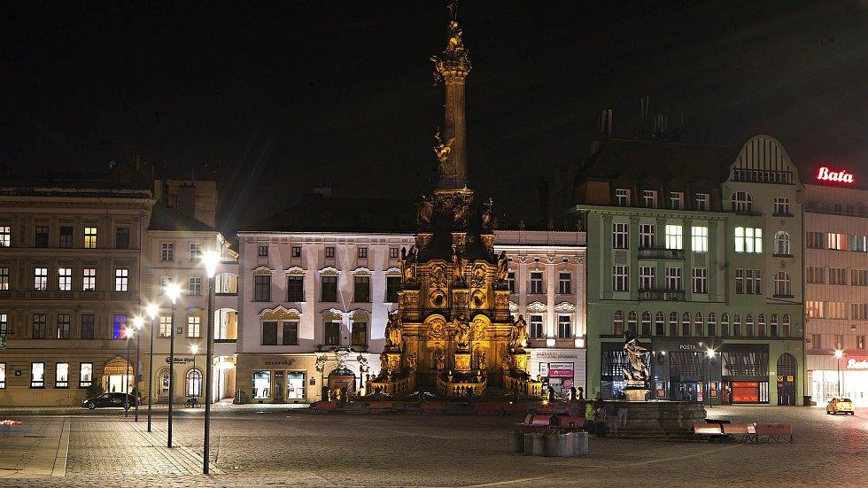 Nasvícený Sloup Nejsvětější Trojice na Horním náměstí v Olomouci