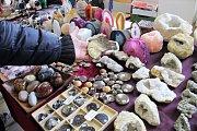 Prodejní výstava nabízí, jak minerály, zkameněliny, tak i šperky