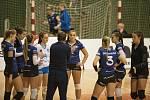Olomoucké volejbalistky (v oranžovém) porazily Přerov 3:0.