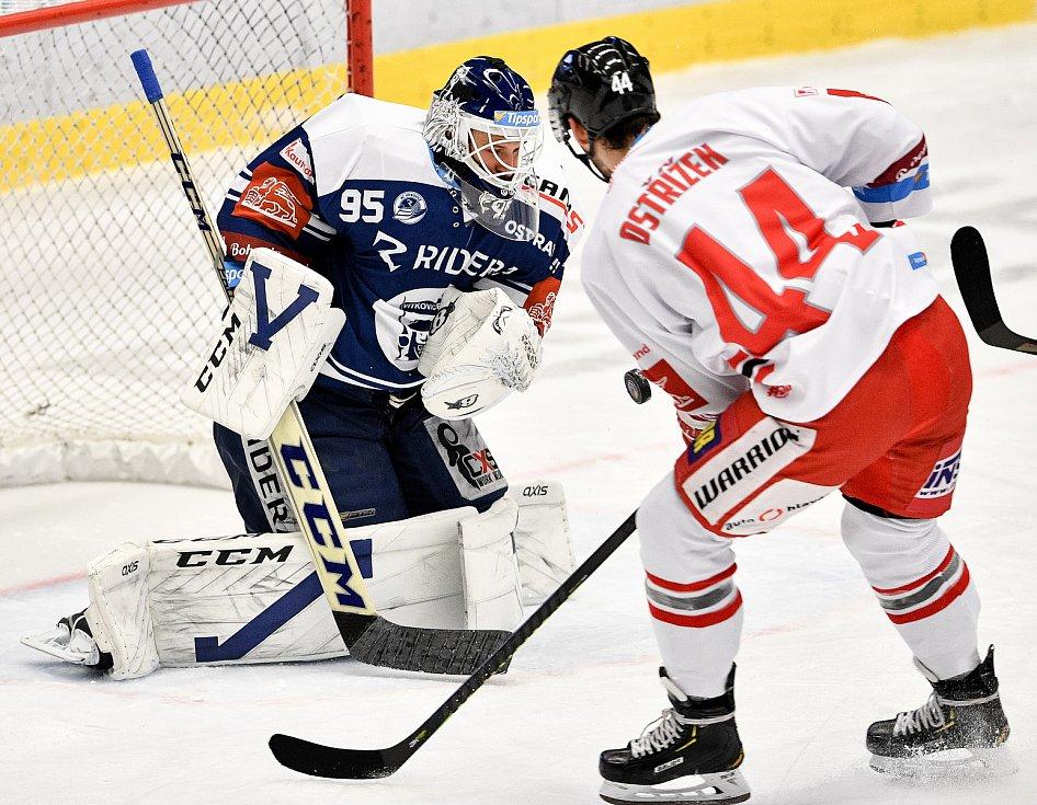 Utkání 38. kola hokejové extraligy: HC Vítkovice Ridera - HC Olomouc, 22. Ledna 2021 v Ostravě. (zleva) Brankář Miroslav Svoboda z Vítkovic a David Ostřížek z Olomouce.