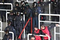 Policejní cvičení na olomouckém zimním stadionu