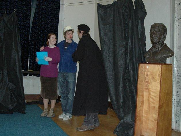 Herci divadla Tramtarie nastínili studentský život.
