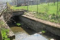 V Kovářovském potoku našel jeden z občanů velké množství uhynulých pstruhů.