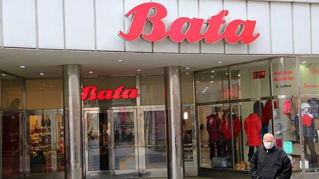 Prodejna firmy Baťa v Riegrově ulici v centru Olomouce. Leden 2021