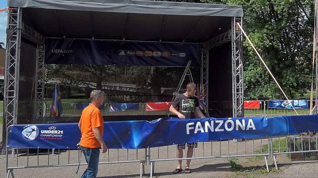 """Stavba fanzóny """"u letadla"""" v sousedství Androva stadionu v Olomouci"""