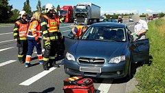 Srážka osobního a nákladního auta u Lipníku