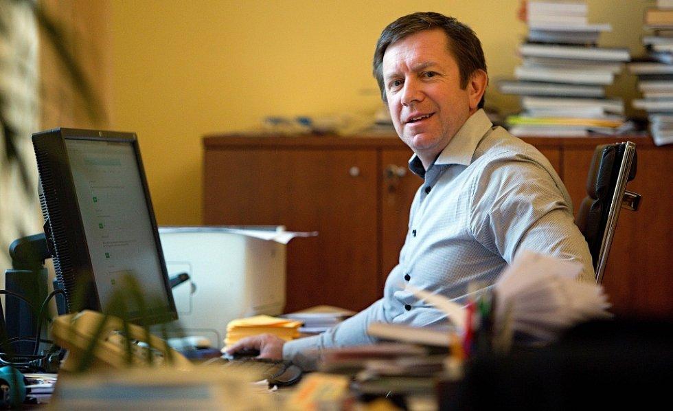 Odstupující rektor Univerzity Palackého Jaroslav Miller ve své pracovně