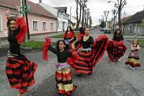 Oslavy Dne Romů před restaurací U Žida v olomoucké čtvrti Nový Svět