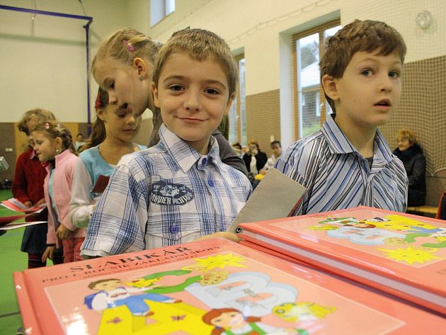 Slavnostní předávání slabikářů prvňáčkům ze Základní školy Svatoplukova ve Šternberku