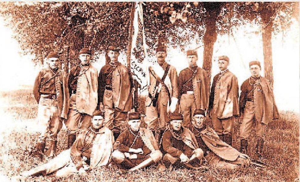Sokolové na výšlapu přírodou roce 1929.