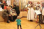 Návštěvníci muzea v Litovli si mohli na druhý svátek vánoční prohlédnout a vyzkoušet řadu tradičních řemesel.