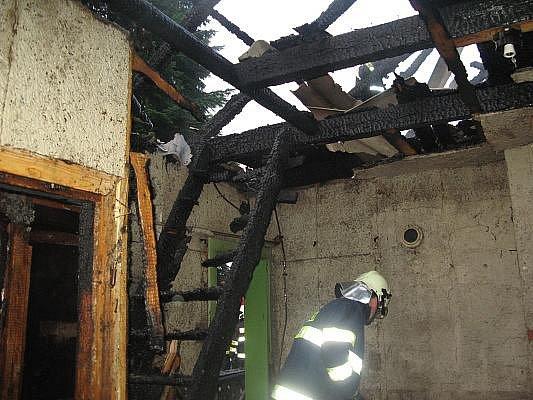 Požár chaty v litovelské ulici Pavlínka