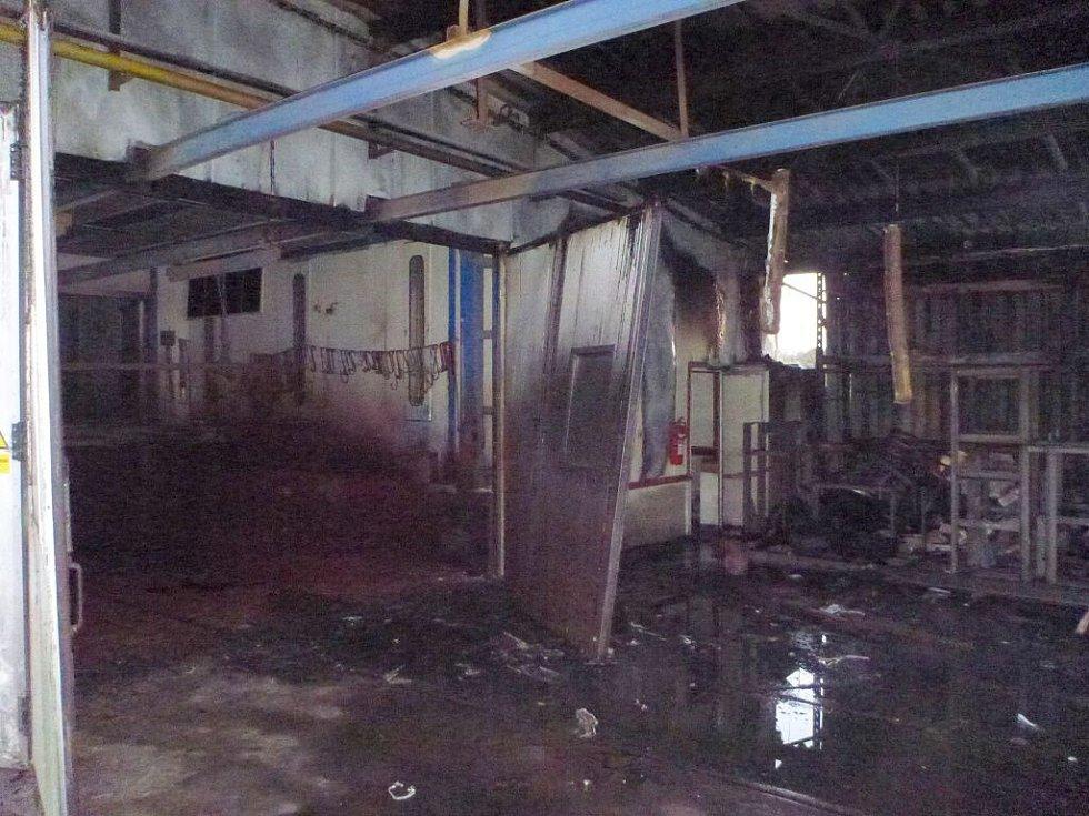 Požár lakovny ve Vikýřovicích způsobil v pátek 22. dubna ráno škodu až za milion korun