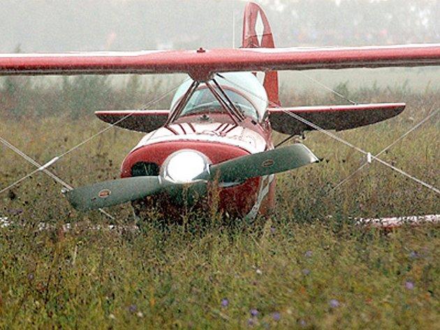Letadlo s už poškozenou vrtulí.
