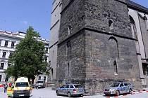 Záchranáři a policisté zasahují u tragického skoku mz věže kostela sv. Mořice v Olomouci