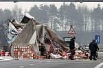 Nehoda kamionu před rondelem u olomouckého Globusu