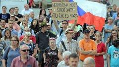 """""""Jednou provždy"""". Demonstrace proti Babišovi na Horním náměstí v Olomouci."""