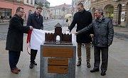 Zrekonstruovaná ulice 1. máje v Olomouci. Odhalení modelu zaniklé Hradské brány u hotelu Palác