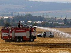 Požár strniště v Ústíně na Olomoucku