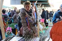 Na farmářském trhu si lidé mohli koupit kraslice, velikonoční dekorace i spoustu dobrot