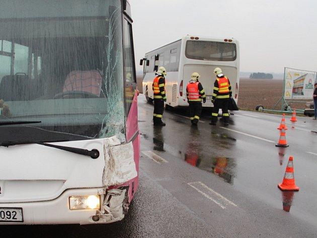 Nehoda dvou autobusů u Dolan