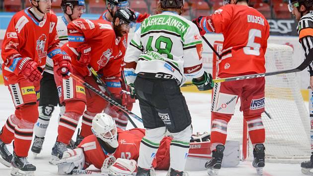 Branislav Konrád v zákroku během utkání proti Mladé Boleslavi.