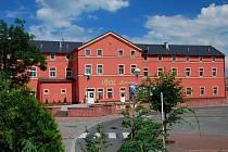 Hotel, který nyní v budově sídlí, se jmenuje Senimo