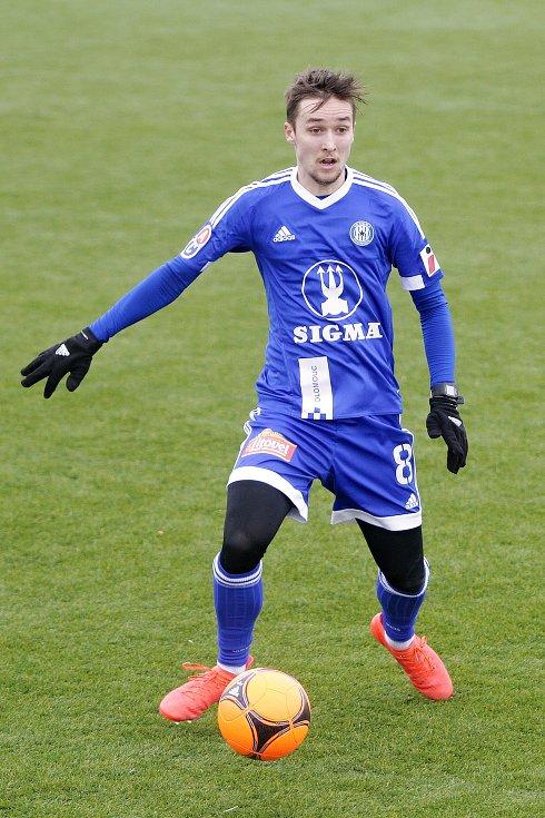 Olomoučtí fotbalisté (v modrém) remizovali s Ružomberokem 0:0David Houska