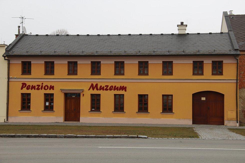Penzion a muzeum veteránů ve Slatinicích