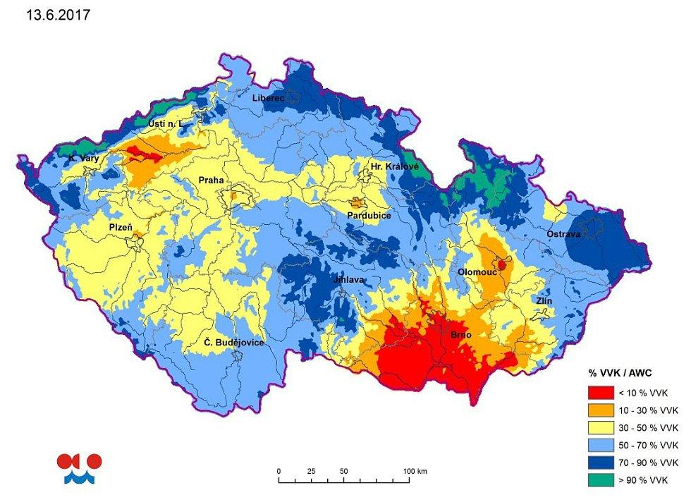 Modelová vlhkost půdy ve vrstvě 0 až 20 cm pod trávníkem. Stav ze dne 13.6.2017 podle ČHMÚ