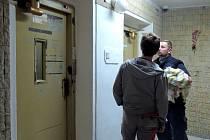 V havárií postiženém věžáku s vodojemem v Olomouci se ve středu rozjel výtah