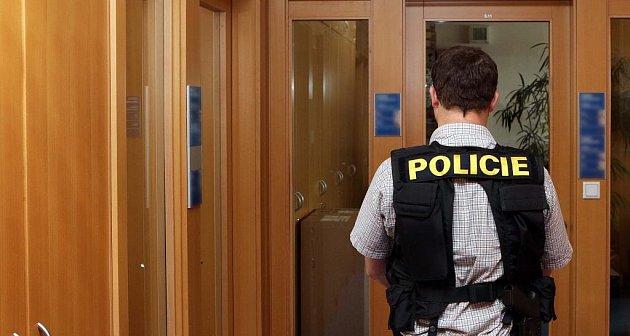 Policisté zÚtvaru pro odhalování korupce a hospodářské kriminality na olomouckém magistrátu zajišťovali důkazní materiály