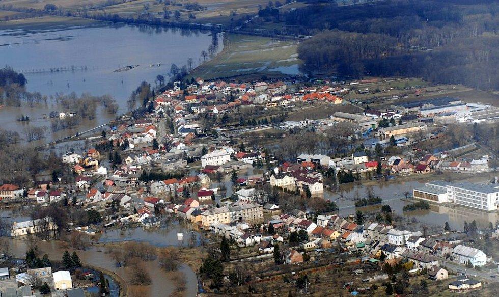 Jaro 2006. Zaplavené ulice Černovíra