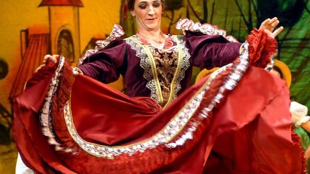 Role vdovy Simony je v baletu Marná opatrnost psaná pro mužského představitele.