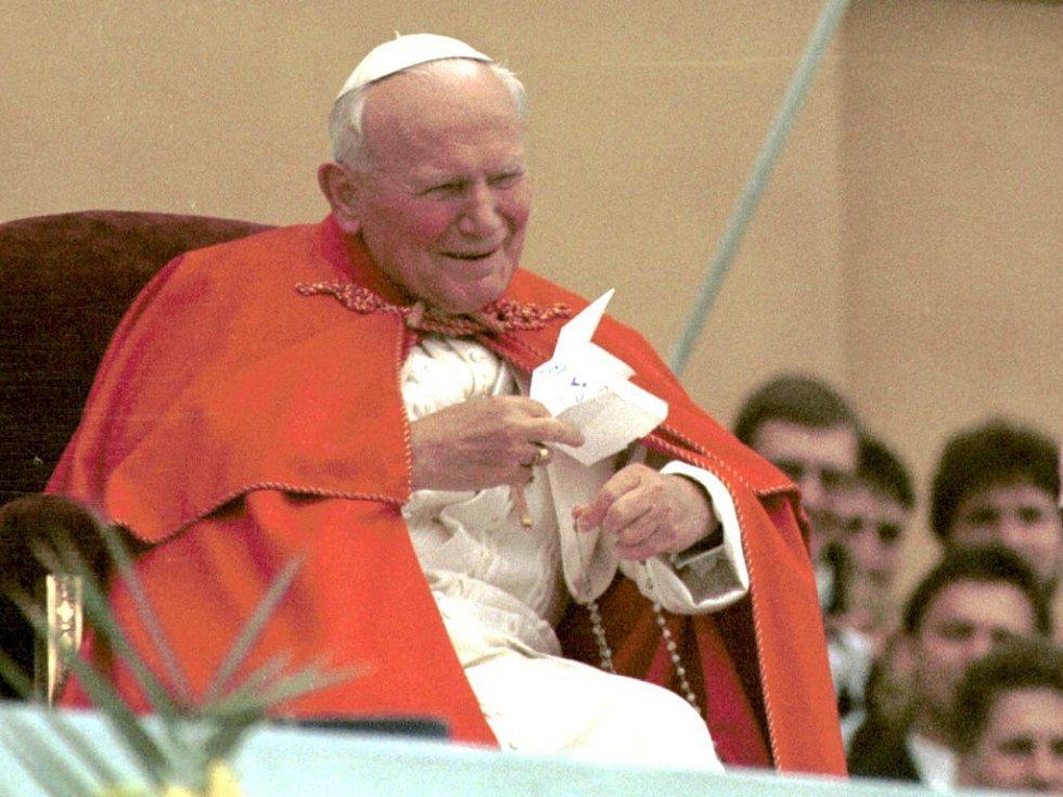 Papež Jan Pavel II. na setkání s mládeží na Svatém Kopečku v květnu 1995