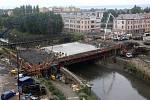 Betonáž nového mostu na v Komenského ulici v červenci 2019