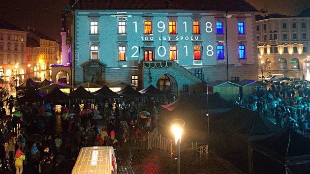 Českoslovenští hrdinové 1918-2018   audiovizuální a světelné divadelní představení na budově olomoucké radnice