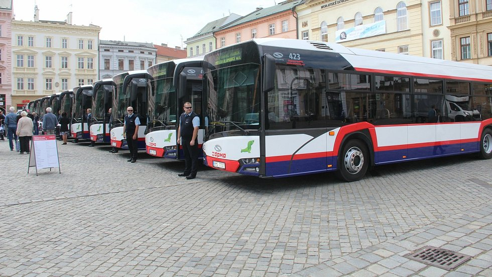 Představení nových autobusů DPMO na Horním náměstí v Olomouci. Květen 2017
