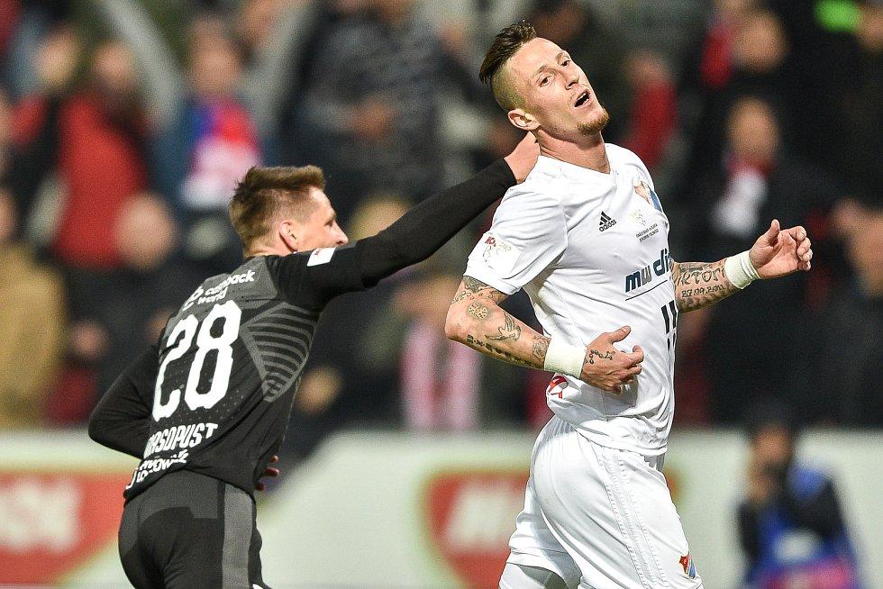 Finále fotbalového poháru MOL Cupu: FC Baník Ostrava - SK Slavia Praha, 22. května 2019 v Olomouci. Zleva Lukáš Masopust a Jiří Fleišman.