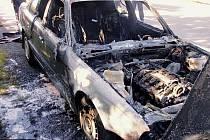 Požár auta na R35 u Loštic