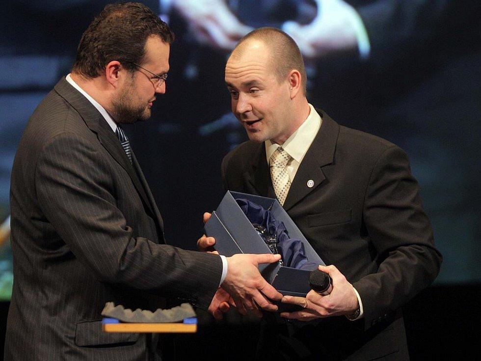 Z vyhlášení ankety o nejlepšího sportovce Olomouckého kraje za rok 2010 - - cenu za trenéra Zdeňka Psotku převzal marketingový ředitel Sigmy Martin Rak