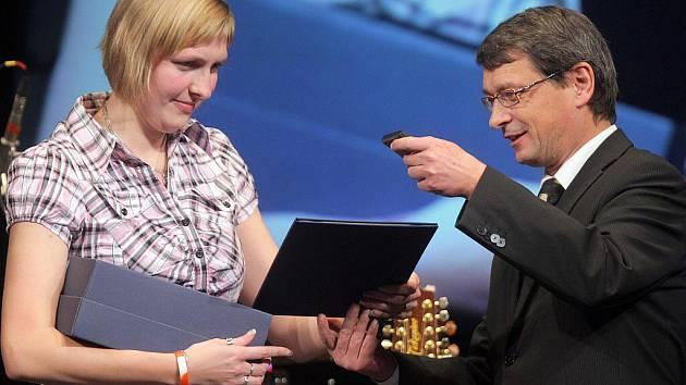 Z vyhlášení ankety o nejlepšího sportovce Olomouckého kraje za rok 2010 - kuželkářka Hana Wiedermanová kralovala v kategorii juniorů