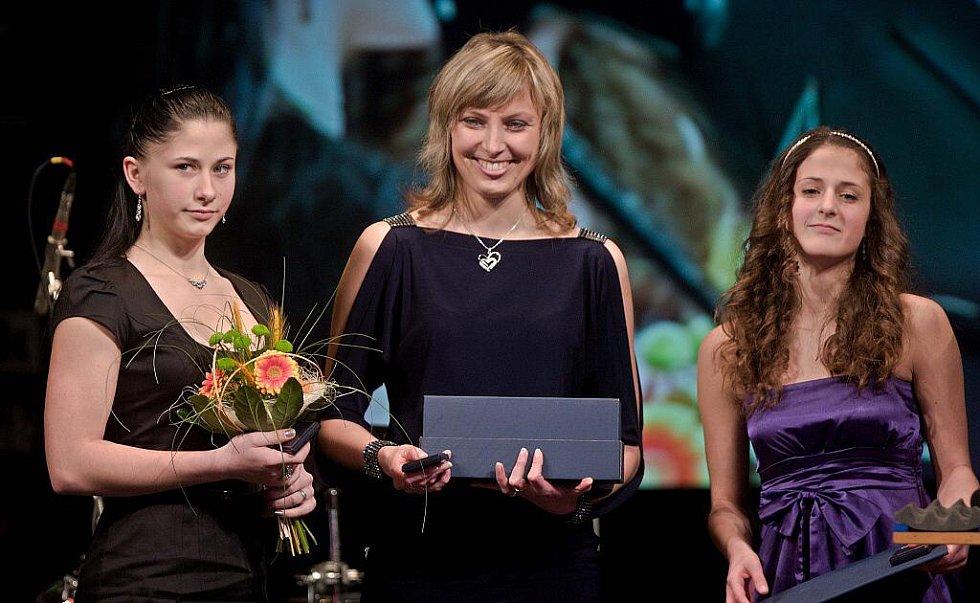 Z vyhlášení ankety o nejlepšího sportovce Olomouckého kraje za rok 2010 - vítězky kategori kolektivu juniorů - Gymnastky z Velkého Týnce