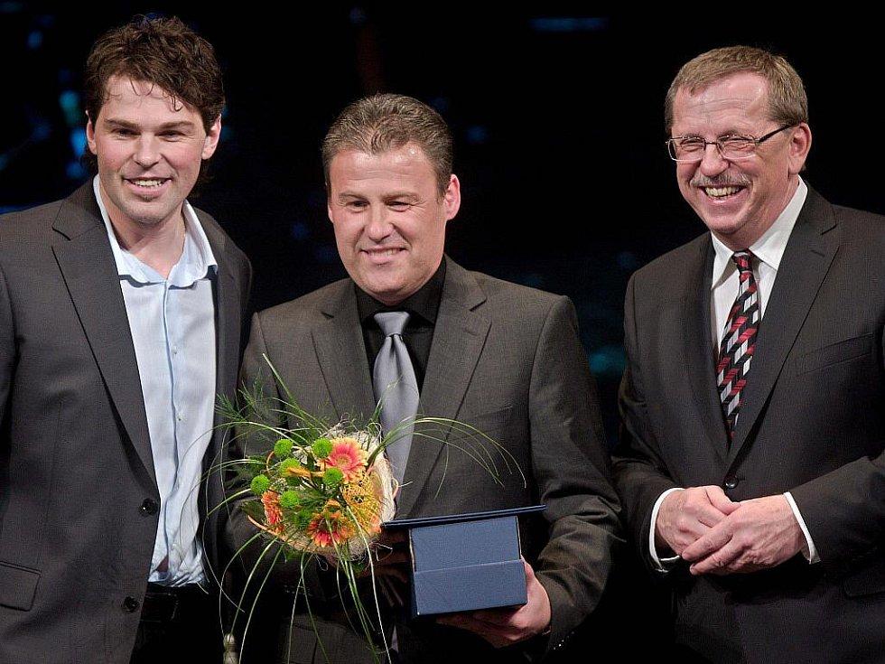 Z vyhlášení ankety o nejlepšího sportovce Olomouckého kraje za rok 2010 - zleva Jarda Jágr, Pavel Hapal a Martin tesařík