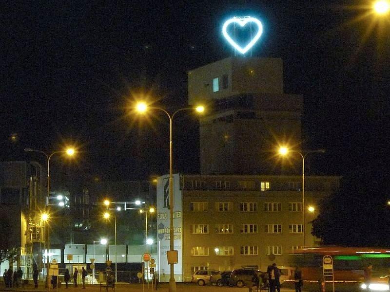 Nové srdce výtvarníka Milana Cajse na domu na sile v centru Olomouce