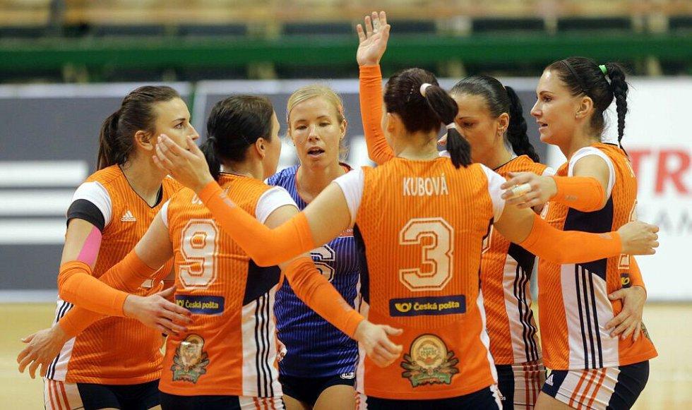 Volejbalistky Olomouce (v oranžovém) proti Šternberku