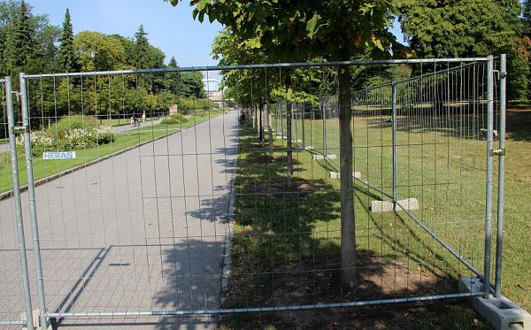 Letní Flora 2015: Rudolfovu alej rozparceloval nevzhledný plot