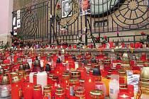 První den státního smutku za Václava Havla v Olomouci: pieta před olomouckáým orlojem