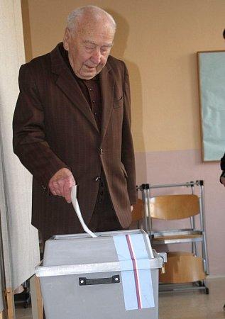 Devadesátiletý František Král chodí kvolbám pravidelně od roku 1946