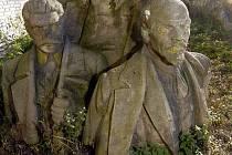 Torzo sousoší Lenina a Stalina, které až do listopadu 1989 stálo na dnešním Palachově náměstí